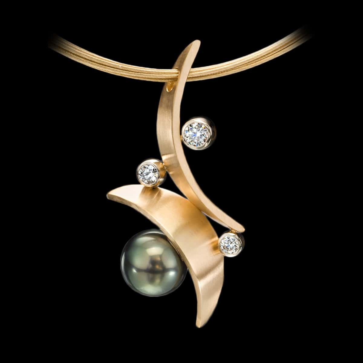 Flamenco tahitian pearl pendant