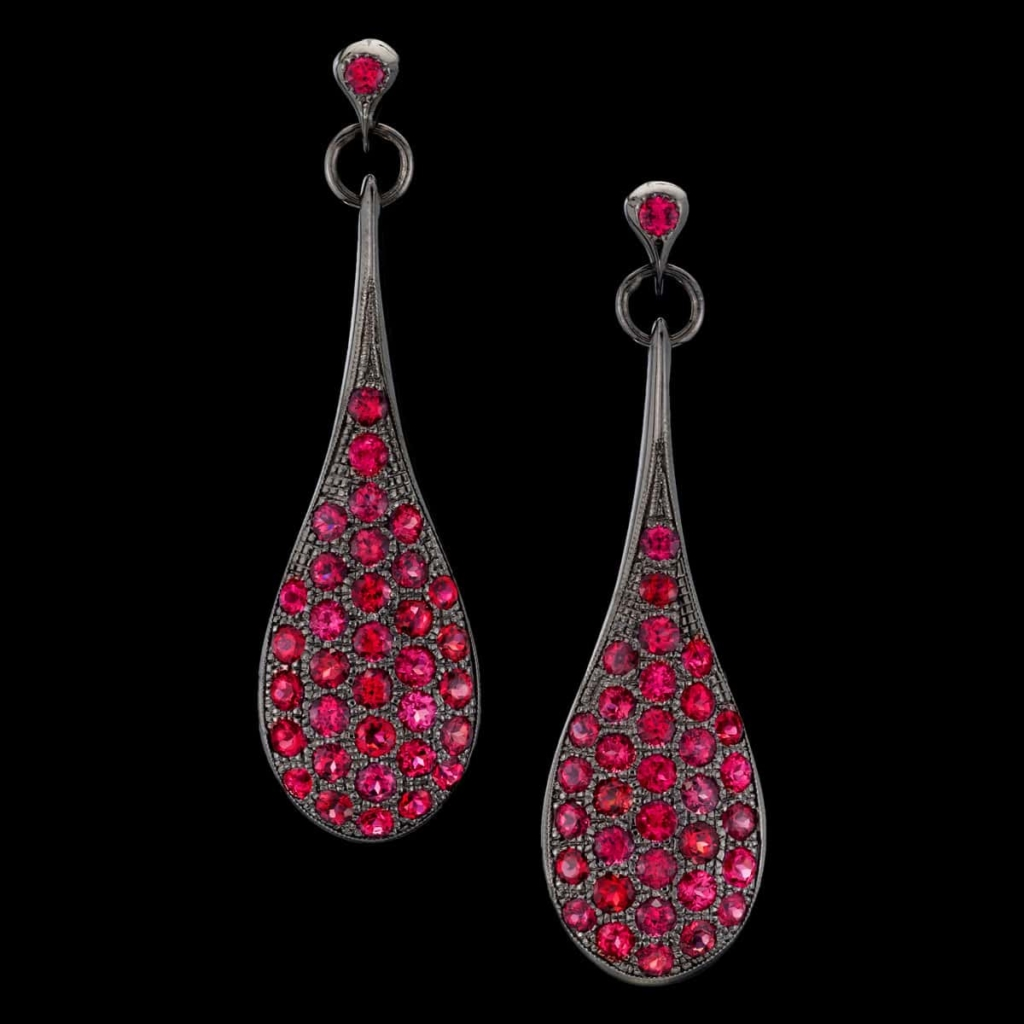 rouge noir earrings